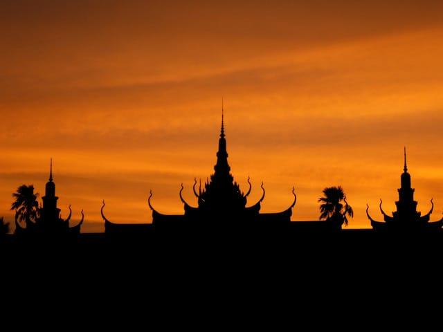 phnom-penh-pagoda-2-1230455-640x480