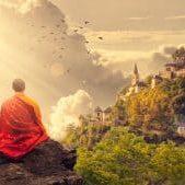 Meditation - Mönch vor einer Burg